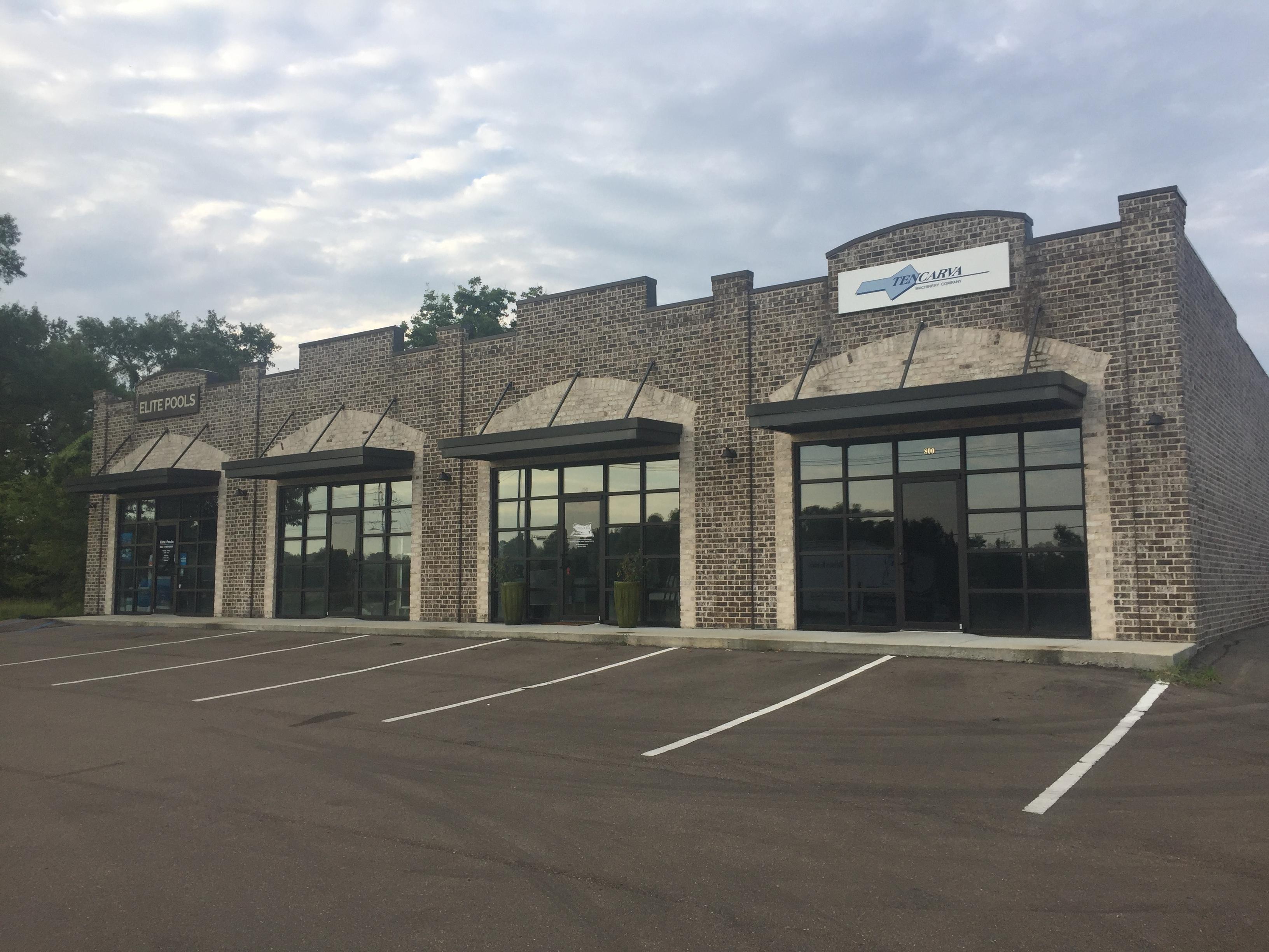 Retail building photograph